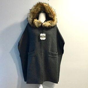 NWT Faux Fur Trim Knit Zipper Poncho Cape Grey O/S